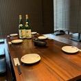 木造づくりの落ち着きある店内で、こだわりの日本酒はいかがでしょうか?旬の素材に合わせた日替わり日本酒もご用意しております。