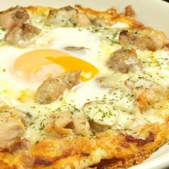 料理メニュー写真自家製生地のジャークピザ