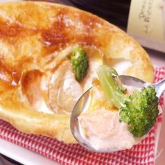 シーフードのクリームソース パイ包み焼き/西米良サーモンのパリパリ焼きと天使の天使の海老の炙り