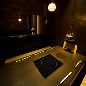 半個室のテーブル席は広々タイプ。お得な2時間飲み放題付宴会コースは6品早割・遅割コース3500円、8品お手軽コース4500円、10品贅沢コース5000円、全12品プレミアムコース6000円とご用意。クーポン利用するとさらにお得に★美味い酒と旨いお食事をお愉しみ頂けます。