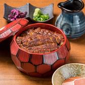 魅惑の名古屋飯★【うなぎのひつまぶし】食べ方は3種類!まずは《そのまま》うなぎとタレの旨みを味わい、お次は薬味を添えて 味に別のアクセントを付けます。最後は特製出汁を入れてお茶漬けのようにしてサラサラとした食べ応えをご賞味ください。