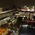 窓際のお席からは百貨店の最上階からの夜景がご覧いただけます!
