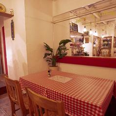 【3名様席】ご家族でのお食事にもぴったりです☆スイスの家庭料理を提供している当店では、レシピや材料もご提供しております!お店でお料理の味を覚えたら、ぜひお家でもぜひ作ってみてください♪簡単に出来るものばかりですよ☆