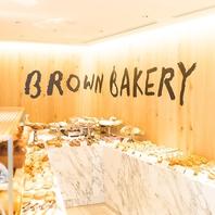 1Fは人気のパン屋さん。「BROWN BAKERY」!