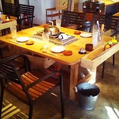 1名様~4名様迄ご利用頂けるテーブル席です。自慢の浜焼きと豊富なお酒をごゆっくりお楽しみ下さい。