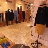 店内にセレクトショップも併設しております。輸入雑貨をはじめ衣類、バッグなど素敵なアイテムを取り揃えております。お友達とお茶の帰りに是非気軽に覗いてみてください♪