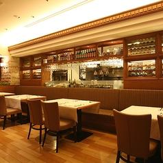 階レストラン:ゆっくりとお寛ぎいただけるテーブル席