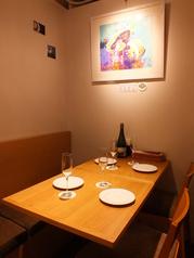通常テーブルと丸テーブルがございます。女子会やママ友会、記念日等でも是非ご利用下さい。