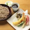 料理メニュー写真天ぷらそば(海老1本と野菜5種)