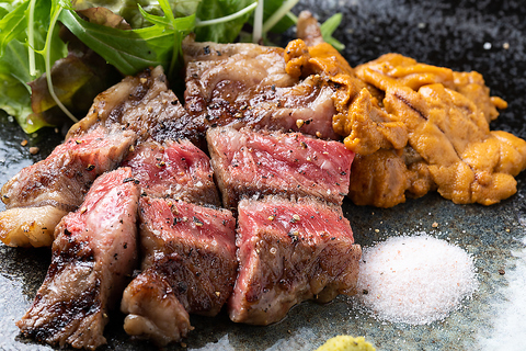 人気No.1の極上熟成肉と大粒濃厚うにを一緒に楽しむ「牛にうに添え」必ず食べよう!