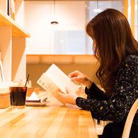 新しいスタイルのオールデイ ブック&カフェ