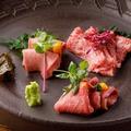 料理メニュー写真名物 肉刺し風3種盛り