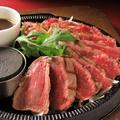 料理メニュー写真ぶ厚い牛サーロインステーキ 300g