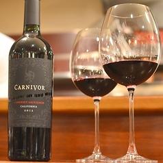 ワインも豊富にラインナップカウンターでも楽しめます。