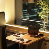窓際のカップルソファーシートは限定3席☆二人の空間で夜景を堪能して頂けます!