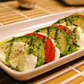 料理メニュー写真トマト、モッツァレラ、アボカドのカプレーゼ