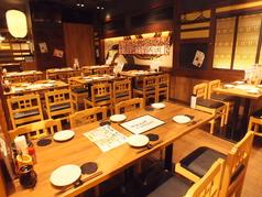姫路駅中央口から徒歩2分と好立地!駅チカで交通アクセスも便利です。気ままに立ち寄ったほっこり和める居酒屋で、厳選した地酒や日本酒と食べごたえのある鳥肉の旨味が詰まった焼き鳥や、旬の素材を使った海鮮料理をご堪能ください。