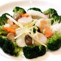 料理メニュー写真季節野菜と海鮮三種の炒め物