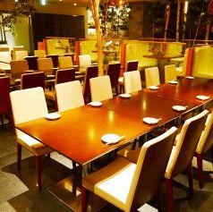 ダイニングテーブル席。16~24名様用