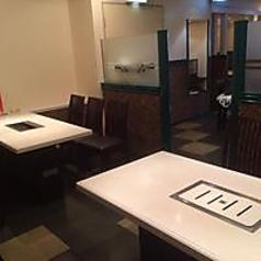 区切りをした12人の席と20人の席がございます。会社・友達・同窓会や仕事帰りなど、各種宴会に最適!!