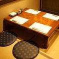 奥のお座敷は4名様用のお席をご用意。パーテーションで仕切ると周りを気にせずご利用いただけます。