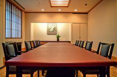会議にも使える個室テーブル席です。