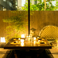 ◆掘り炬燵席&庭園◆当店の特徴とも言える、庭園のある個室席。間接照明に彩られた庭園を眺めながら、ゆったりとしたお時間をお過ごし下さい。