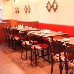 【2名テーブル】おひとり様やデートにもどうぞ♪リニューアルされた清潔感のある店内で素敵なお時間をお過ごしください◆