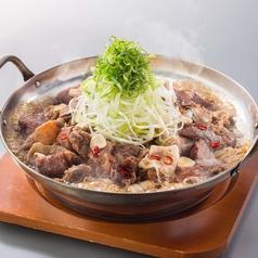 料理メニュー写真■たっぷりネギの煮込み肉鍋!