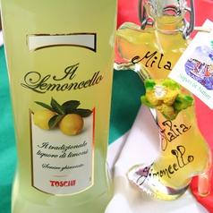 【リモンチェッロ】 レモンを使った糖度の高いリキュール。イタリア産 1杯600円