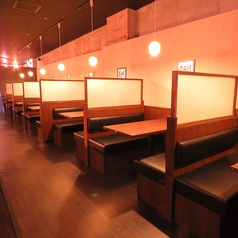 4名様用の仕切りのある半個室タイプのテーブル席をご用意しております。
