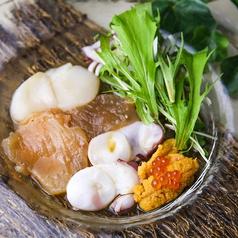 料理メニュー写真雲丹、いくら、ホタテの北海カルパッチョ