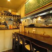 一人でも大歓迎です。店内の雰囲気とオシャレなカウンターでお料理も楽しめます♪