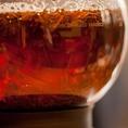 オレンジフィールズでは、「見せる紅茶」をテーマにご用意しております。おいしい紅茶のサインはジャンピング。まるで茶葉が躍る様は見ていて飽きません。この奥深い紅茶の世界に浸ってみませんか?