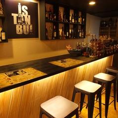 2F…シックなカウンターでお酒も愉しめます♪さくっと飲みたいときにもこちらがお勧め!お気軽にお越しください。