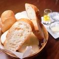 コースの3種のパンは食べ放題です♪