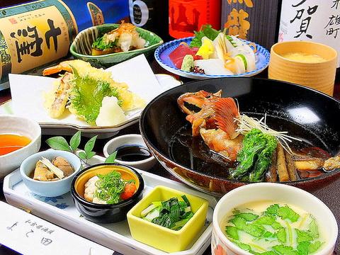 自ら目利きした食材をご満足していただける価格でご提供。各コースは4000円~承ります