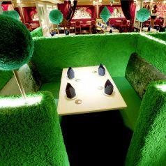 【女王様の庭】女王様の庭園の3席限定のBOXシート!4名用×3卓(半個室)