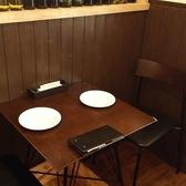 2名様掛けのテーブルです!連結で2名様から20名様のお席も作れます!