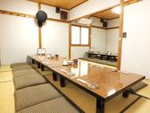 2階の座敷席は12名様×1室 8名様×1室また、最大22名様までの貸切宴会ご利用可能。