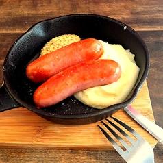 料理メニュー写真肉厚ソーセージのソテーとマッシュポテト