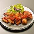 料理メニュー写真若鶏のさくさく揚げ ピリ辛トマトソース