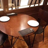 丸いテーブルのお席です!わりと人気の落ち着くテーブルです!