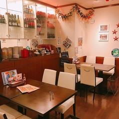 全員がゆったり座れるテーブル席。当店自慢の料理とお酒をごゆっくりお楽しみ頂けます♪