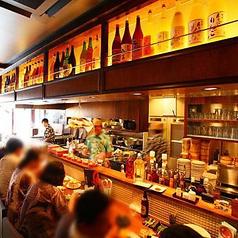 目の前はオープンキッチン!焼きたての焼き鳥が食べれるカウンター席は串兵衛の特等席☆活気溢れる空間で飲む一杯は格別ですよ♪禁煙です。