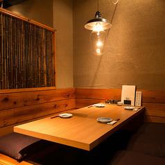 暖簾で仕切られた掘りごたつ席はじっくり会話を楽しみたいデート、接待、ご宴会にぴったりです!