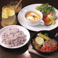 心も身体も大満足のバランスのとれたプレート料理各種