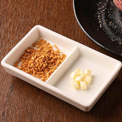 料理メニュー写真バター&ガーリックチップ