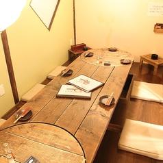 合コンや飲み会・女子会などにも最適な掘りごたつ席。仕切りををなくして4部屋繋げると最大22名収容可能。