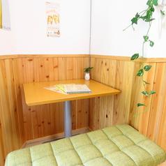 集中して勉強したいお客様等にオススメの一人掛けのテーブル席